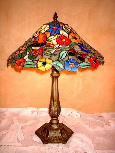 Helenas Mould Stained Glass Lamp